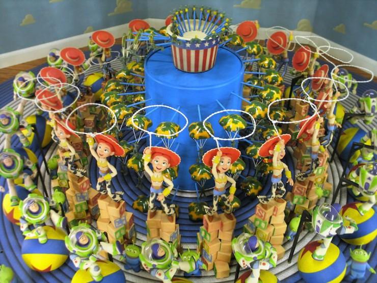 ≪トイ・ストーリー ゾートロープ≫|木、アルミニウム、真鍮、スチール、ガラス、プラスチック、石膏|2005年|©Disney/Pixar